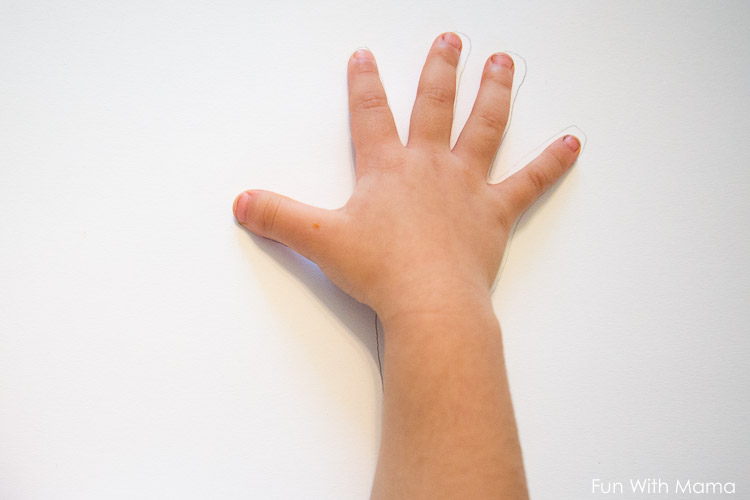trace toddlers hand