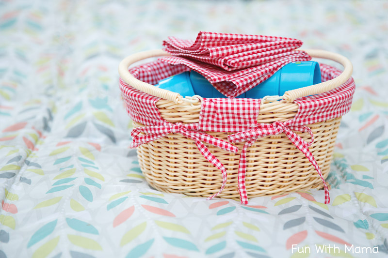 picnic pretend play